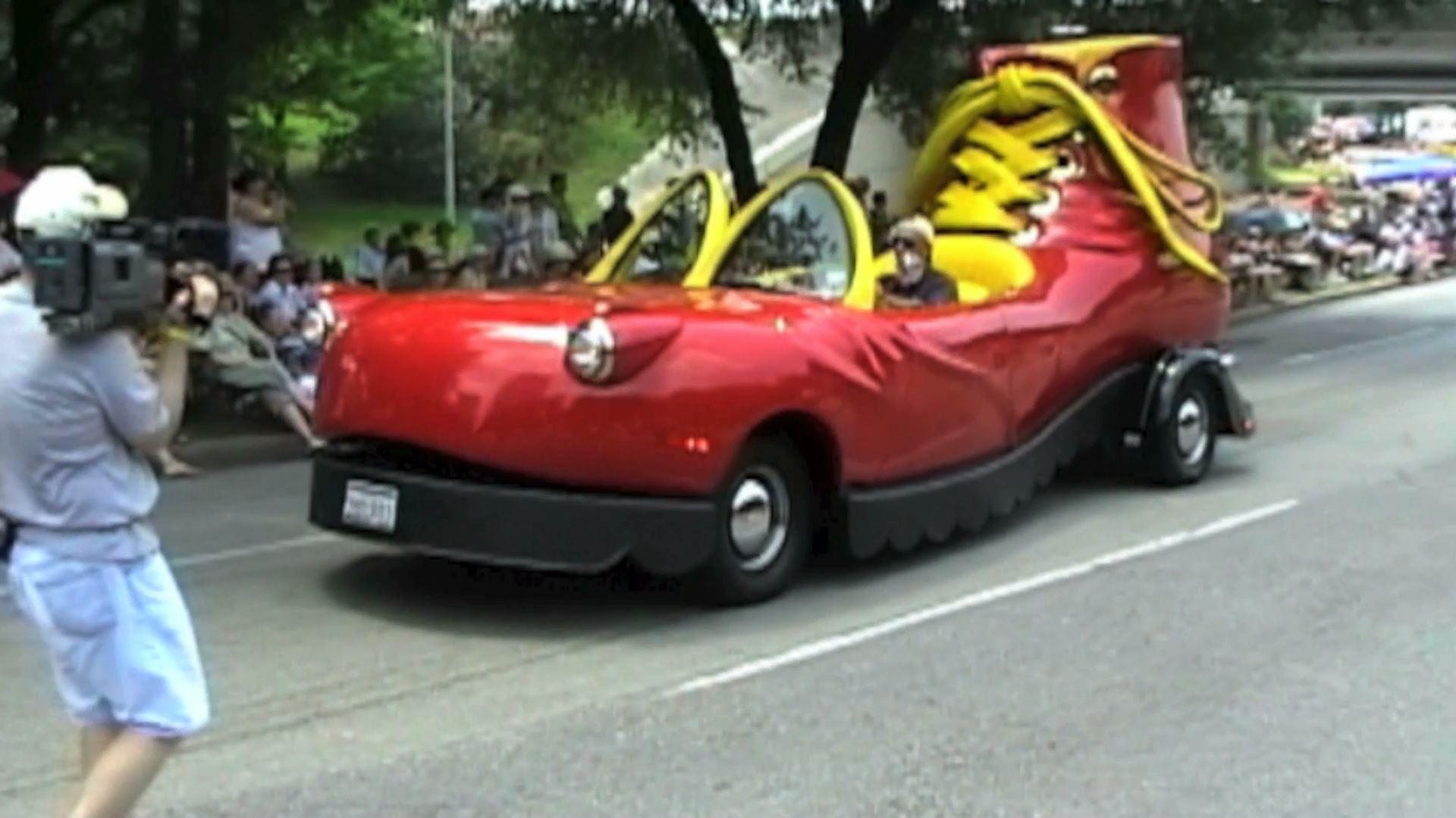 Houstons Art Car Parade Paul Michaels - Cool looking cars