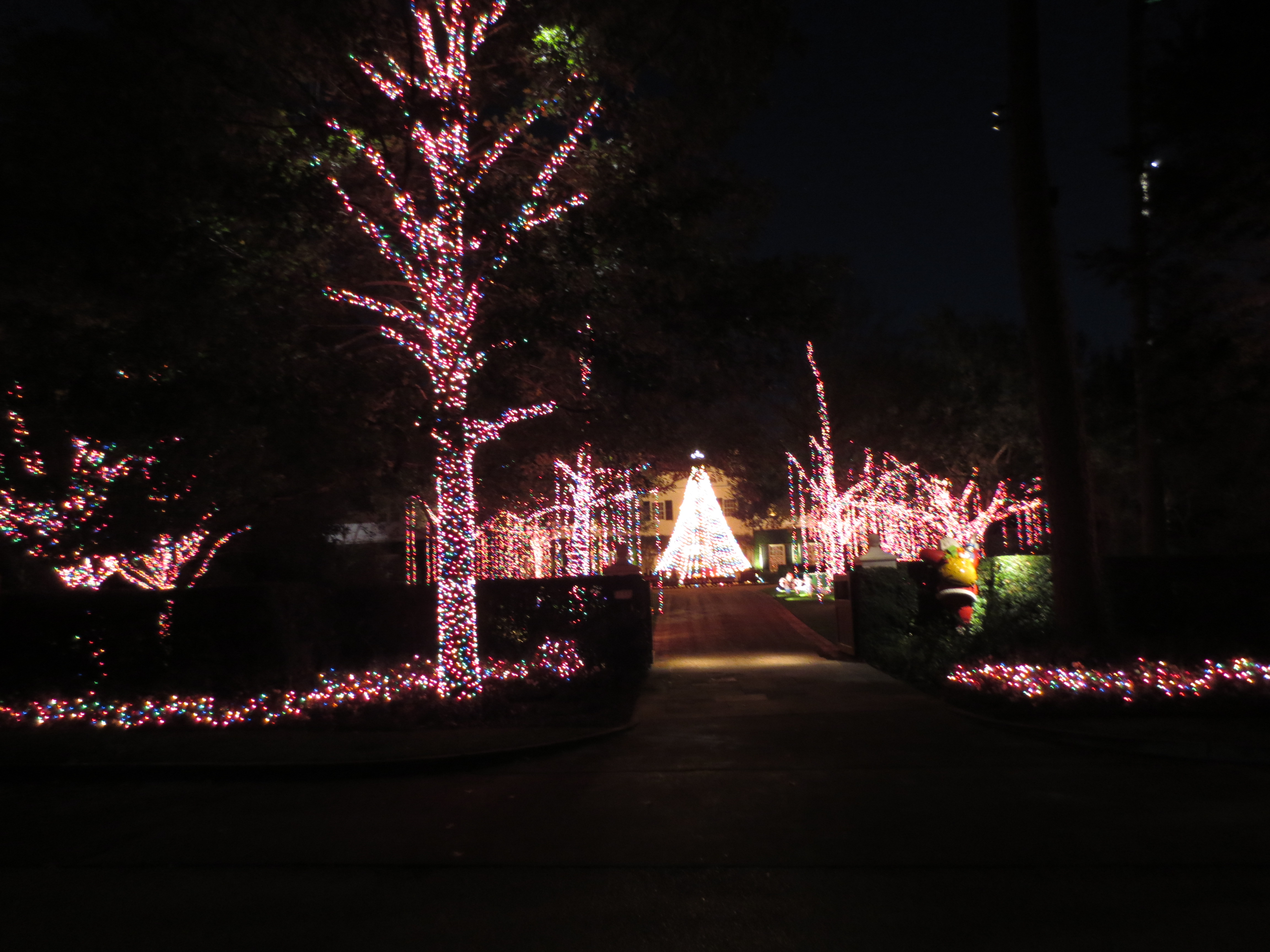 Why do we decorate with christmas lights - Here We See A Home That Uses The Multi Color Lights It Can Still Look Good If You Do A Good Job Of Wrapping As Much As You Can