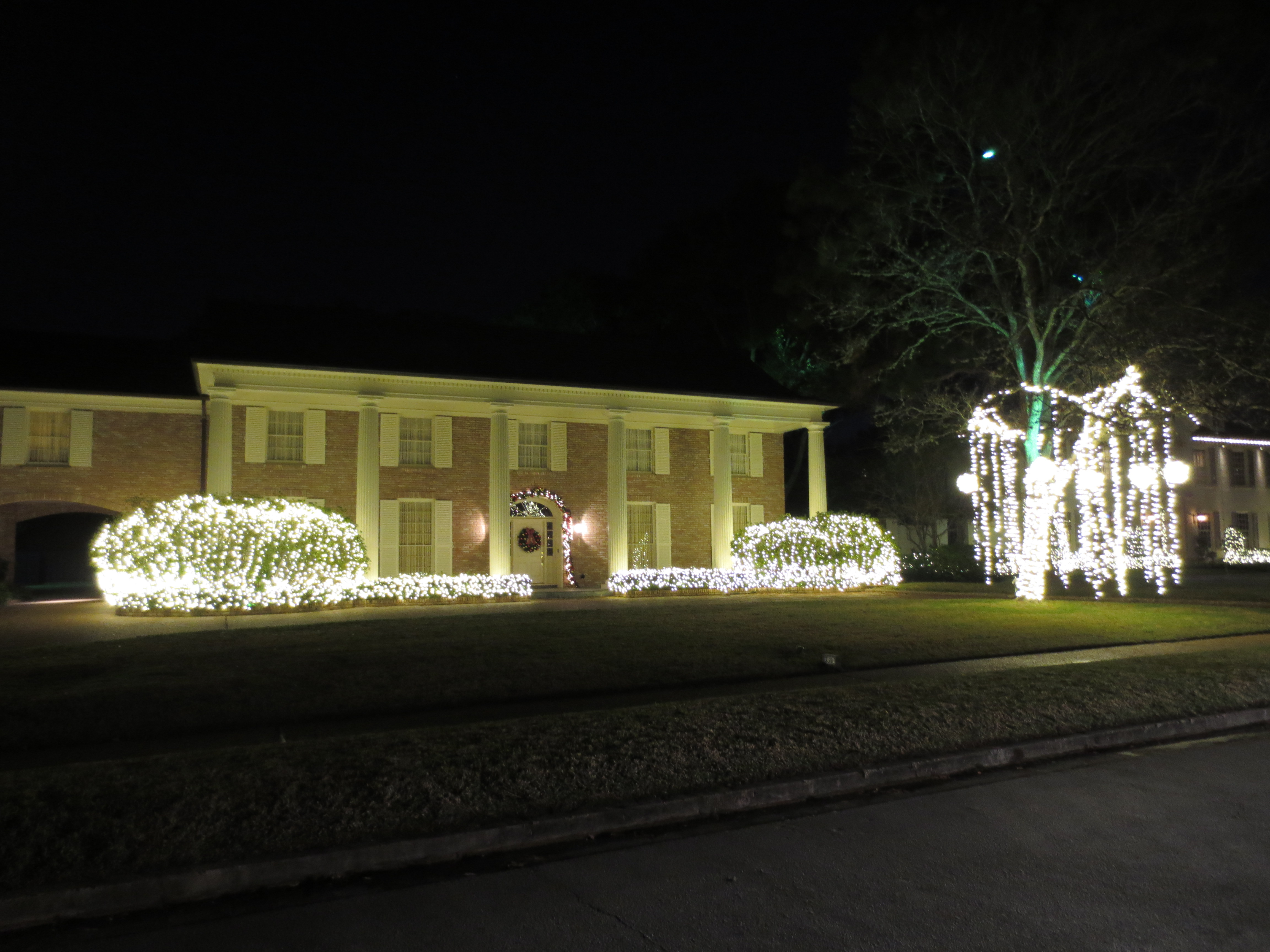 i thought this house looked nice with the light balls hanging from the tree i know im starting to sound like a broken record but say it with me the - Trim A Home Christmas Lights