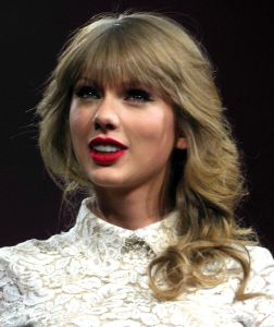 645px-Taylor_Swift_Red_Tour_5,_2013